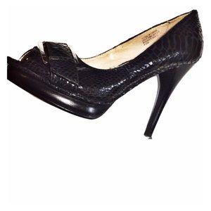 MICHAEL KORS black leather peep toe pumps sz 6.5